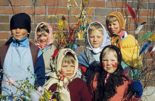 Children doing 'virpoa'Photo credits: Visit Finland ©